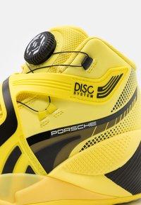 Puma - DISC REBIRTH PORSCHE X ALL STAR GAME - Basketball shoes - celandine/black - 5