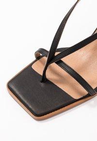L'INTERVALLE - PASION - Sandály s odděleným palcem - black - 2