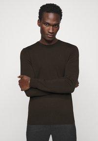 J.LINDEBERG - LYLE CREW NECK - Stickad tröja - dark brown - 3