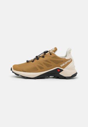 SUPERCROSS 3 - Løpesko for mark - bronze brown/rainy day