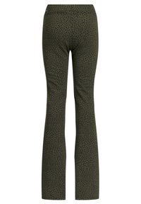 WE Fashion - MET LUIPAARDDESSIN - Trousers - all-over print - 1