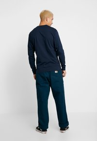 Vans - CLASSIC FIT - Long sleeved top - navy/dewberry - 2