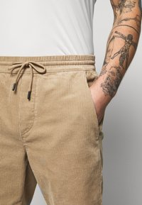 Only & Sons - ONSLINUS - Shorts - chinchilla - 4