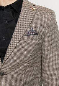 Burton Menswear London - CHESTNUT MINI CHECK - Kavaj - brown - 5