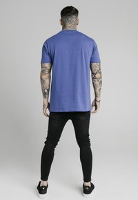 SIKSILK - SQUARE HEM TEE - Basic T-shirt - blue - 2