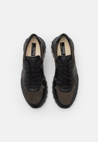 Guess - LUCCA - Trainers - black/grey - 3