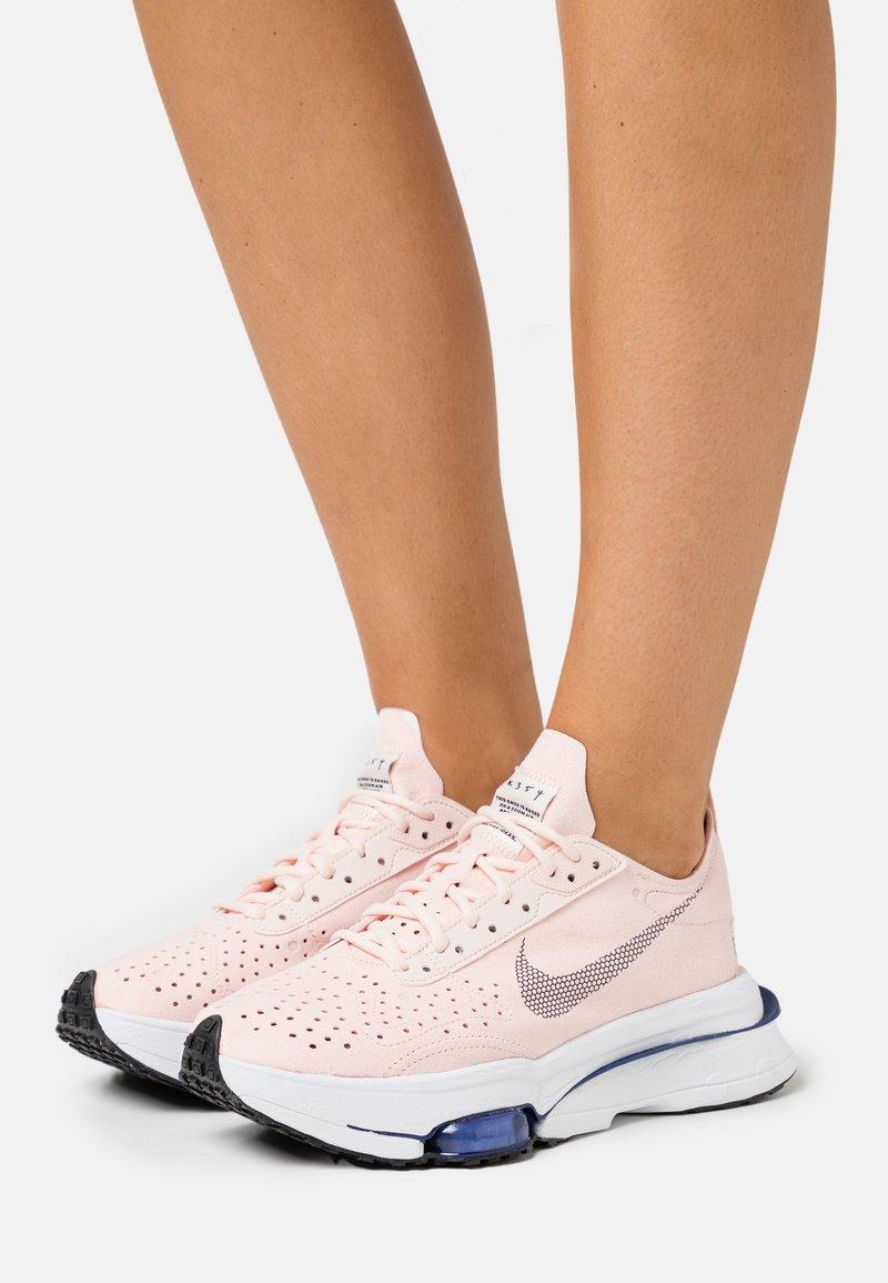 Nike Sportswear - ZOOM TYPE - Sneakers laag - orange pearl/black/white/deep royal blue