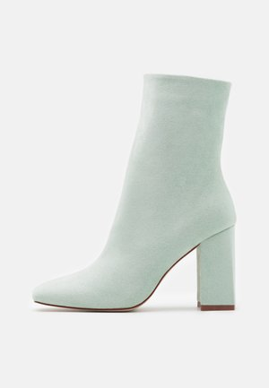 VANEZA - Classic ankle boots - mint /nude