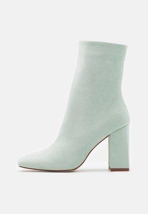 VANEZA - Kotníkové boty - mint /nude