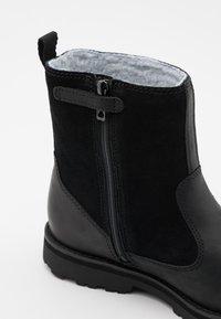 Timberland - COURMA KID UNISEX - Kotníkové boty - black - 5