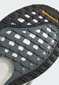 adidas Performance - TERREX AX3 GORE-TEX MID - Chaussures de running neutres - black - 9
