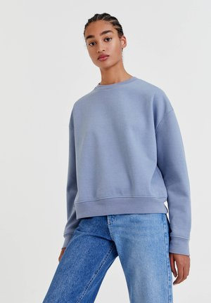 MIT RUNDAUSSCHNITT - Bluza - light blue