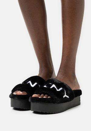 PALZ SLIDE - Slippers - black/white