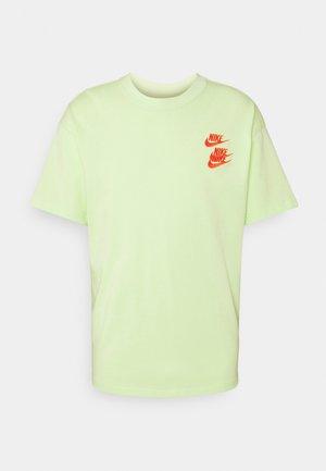 TEE WORLD TOUR - T-shirt med print - liquid lime