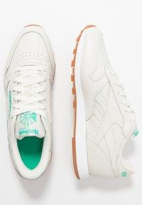 Reebok Classic - CLASSIC - Sneakersy niskie - chalk/green/white - 3