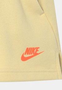 Nike Sportswear - Shorts - coconut milk/lemon drop/bright mango - 2