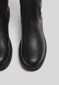 Bershka - Vysoká obuv - black - 2