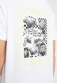Vans - LADY STING DIY - Print T-shirt - white - 4