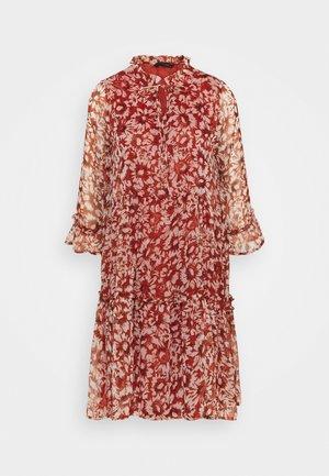 ONYVILMA DRESS - Denní šaty - picante