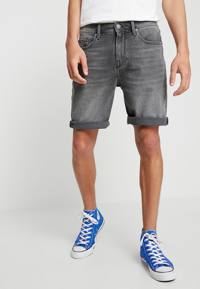 MOKUM - Denim shorts - beton dorp