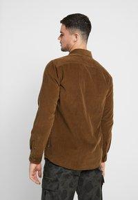 Only & Sons - ONSGEORG SOLID REGULAR FIT - Camisa - kangaroo - 2