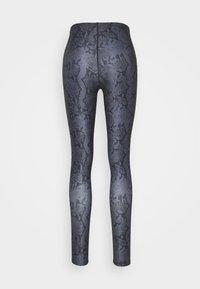 Guess - LEGGINGS - Leggings - grey/black - 1