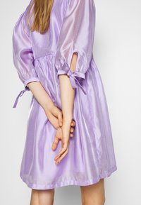 DESIGNERS REMIX - ENOLA WRAP DRESS - Robe d'été - lavender - 7