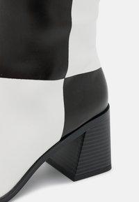 Monki - POLLY BOOT VEGAN - Boots - white light - 5