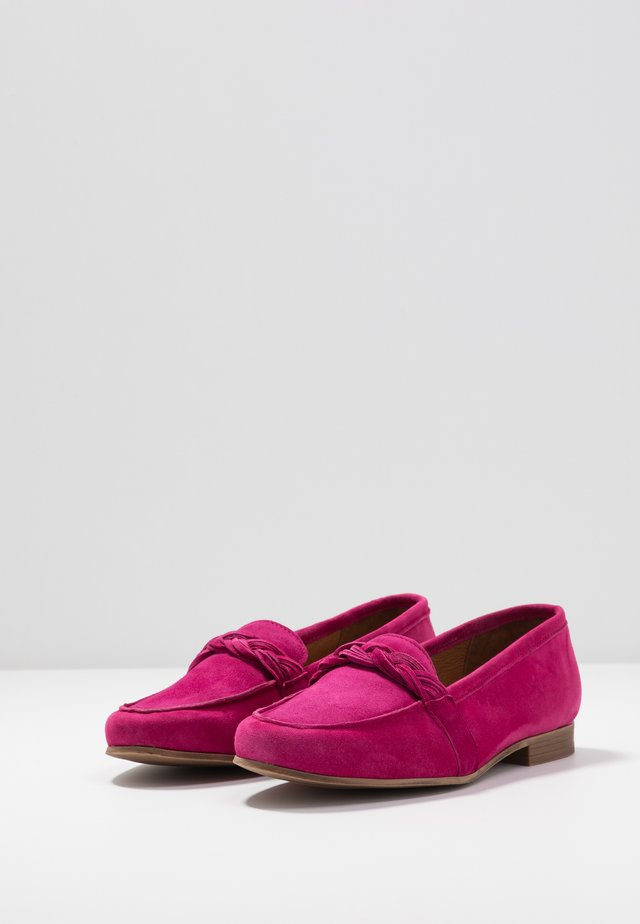 Loafers - cranberry