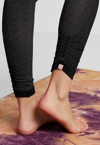 Yogasearcher - FUJI - Leggings - black - 4