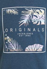 Jack & Jones - JORHAAZY TEE CREW NECK - T-shirt con stampa - ensign blue - 2