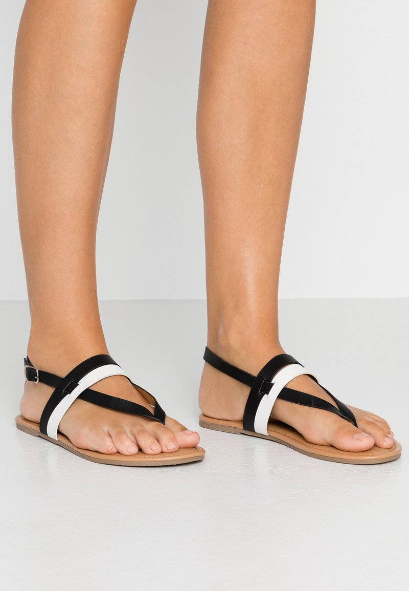 Dorothy Perkins Wide Fit - WIDE FIT FUTURE - Flip Flops - black/white
