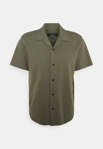 AVERY - Shirt - olive