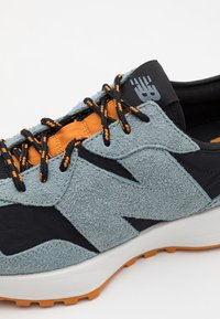 New Balance - 327 UNISEX - Sneaker low - black - 7