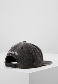 Mitchell & Ness - NBA CHICAGO BULLS SNOW WASHED NATURAL SNAPBACK - Caps - black - 3