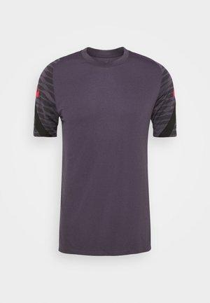 Camiseta estampada - dark raisin/black/siren red