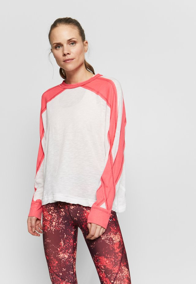 ALL ABOUT IT LONG SLEEVE - Maglietta a manica lunga - ivory combo