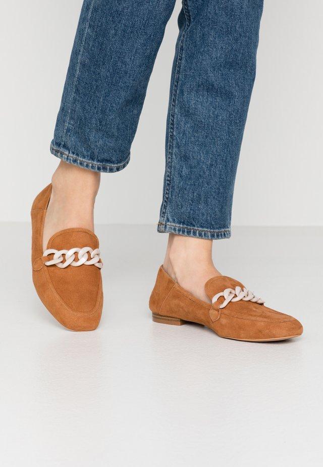 LUNA CHAIN  - Nazouvací boty - tan