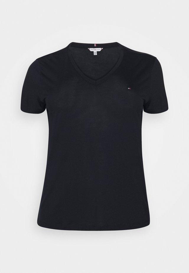 RELAXED V NECK - Basic T-shirt - desert sky
