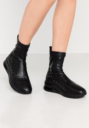 KARLIE - Korte laarzen - black