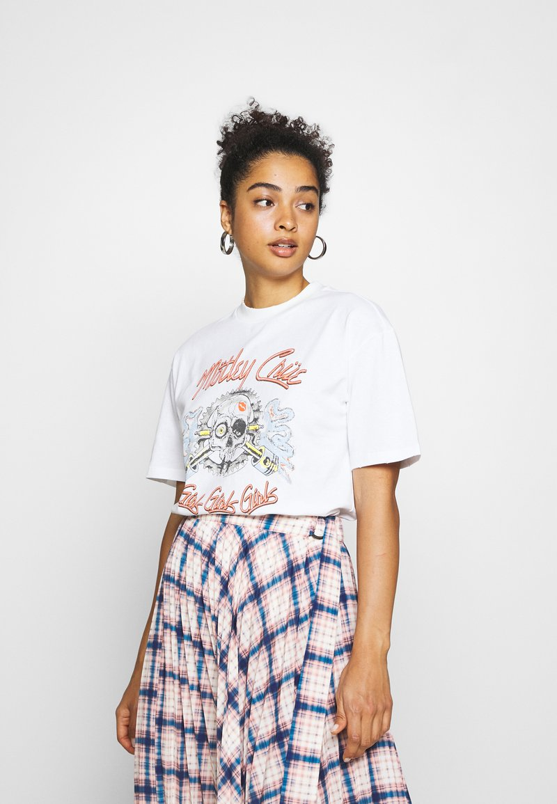 Topshop - MOTLEY CREW TEE BY AND FINALLY - Print T-shirt - white