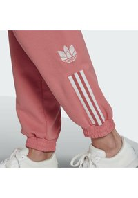 adidas Originals - TRACKPANT - Pantalon de survêtement - hazy rose