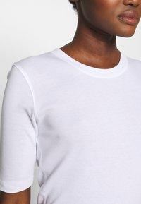 CLOSED - WOMEN´S - Basic T-shirt - white - 5