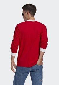 adidas Originals - ADICOLOR CLASSICS TEE UNISEX - Pitkähihainen paita - scarlet - 2