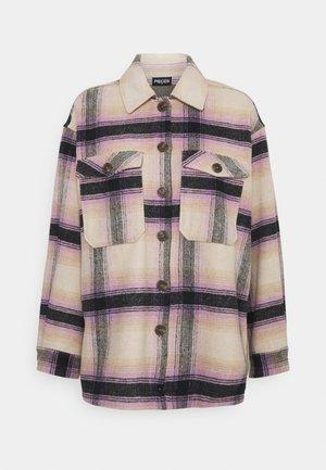PCCARLENE SHACKET  - Kurtka wiosenna - sheer lilac checks/birch-navy