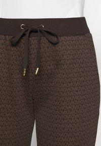 MICHAEL Michael Kors - SPORT JOGGER - Teplákové kalhoty - chocolate - 4