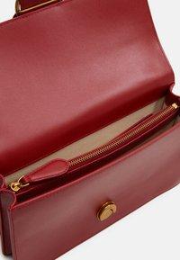 Pinko - LOVE CLASSIC ICON SIMPLY SETA - Across body bag - ruby red - 3