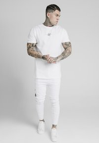 SIKSILK - DROP CROTCH PLEATED APPLIQUE  - Jeans Skinny Fit - white - 1