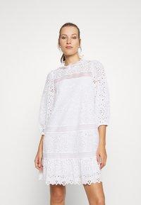 IVY & OAK - DRESS PUFFY SLEEVES MINI - Day dress - snow white - 0