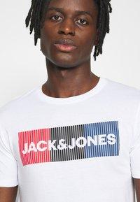 Jack & Jones - JJECORP LOGO TEE O-NECK - Print T-shirt - white - 3
